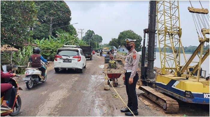 Jalinteng Sekayu-Lubuklinggau di Desa Sukarami Sekayu Longsor, Pengendara Diimbau Hati-hati