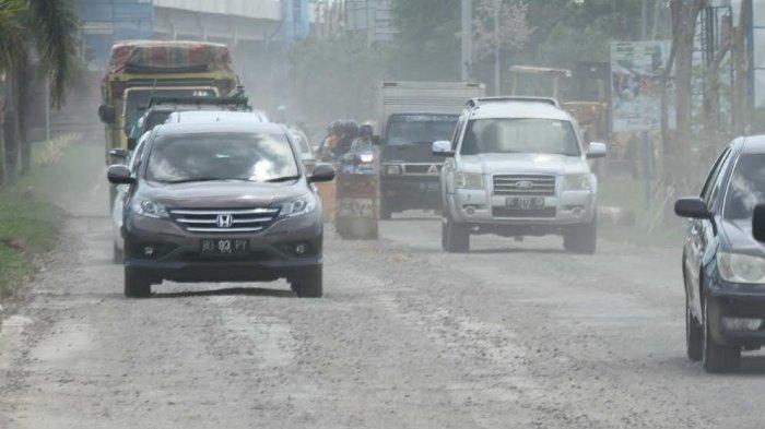 Setahun Diresmikan Begini Kondisi Terbaru Jalan Noerdin Pandji yang Digadang untuk Asian Games - jalan-noerdin-pandji-rusak_20170418_165228.jpg