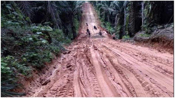 Musim Hujan Jalan Berlumpur, Warga di Muratara Sulit Keluar Masuk Desa, Banyak Kendaraan Terjebak
