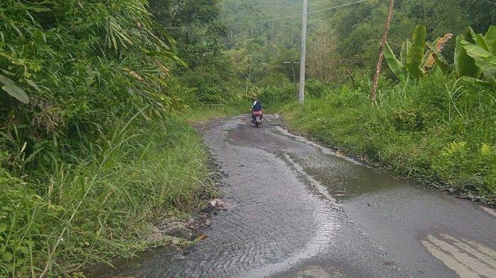 Licin karena Air Naik ke Jalan, Pengendara Keluhkan Jalan Lintas Provinsi di OKU Selatan