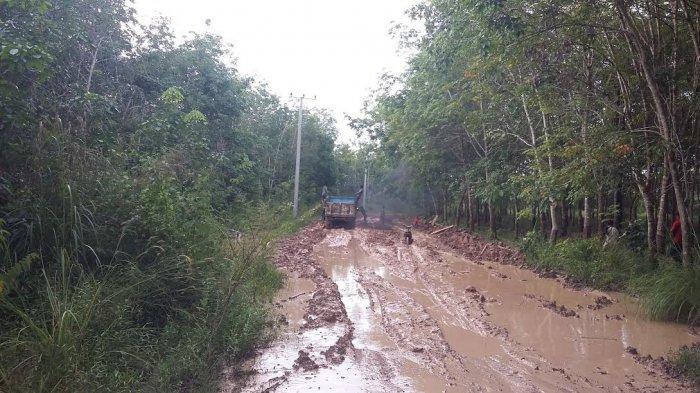 Tahun Ini Jalan Poros Desa Sembatu Jaya Diperbaiki