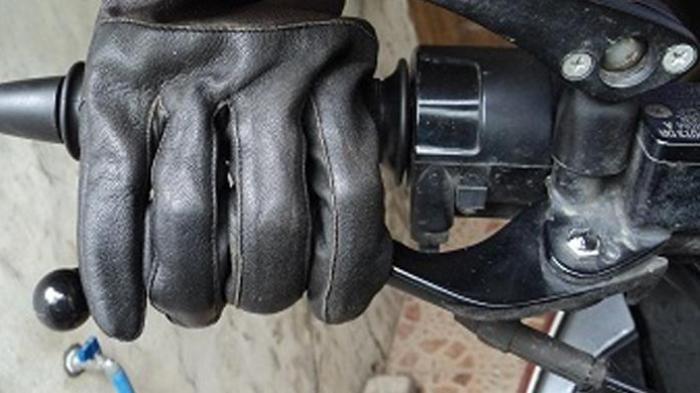 Dampak Bahaya Keseringan Menaruh Jari di Tuas Rem saat Naik Motor
