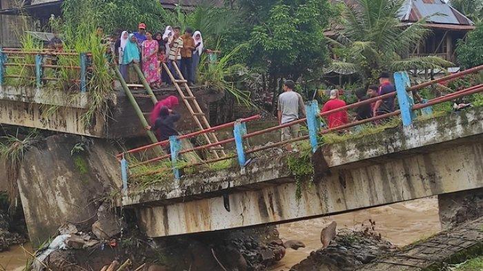 BREAKING NEWS- Jembatan Penghubung Kecamatan Muara Pinang-Lintang Kanan Empat Lawang Putus