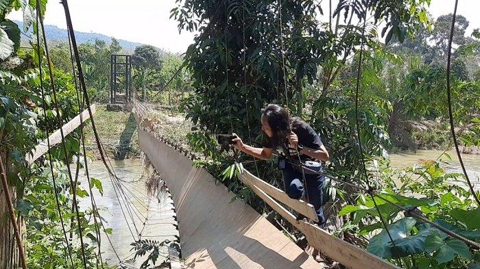 Jembatan Gantung Desa Pasenan di Musi Rawas Putus Akibat Banjir Bandang