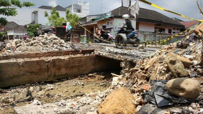 Jembatan Rusak di Perumnas Kini Dalam Proses Perbaikan - jembatan-rusak_20170317_151426.jpg