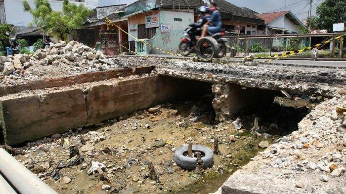 Jembatan Rusak di Perumnas Kini Dalam Proses Perbaikan - jembatan-rusak_20170317_151501.jpg