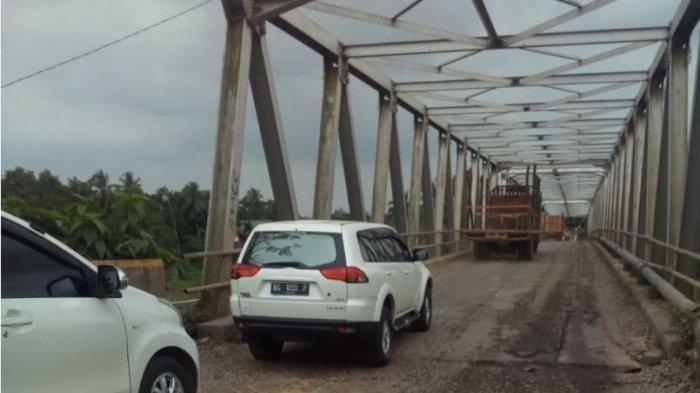 Takut Ambruk, Lubang Dalam di Pangkal dan Ujung Jembatan Teluk Lubuk Penghubung Muara Enim-PALI
