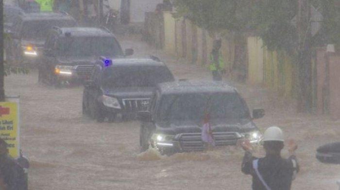 Mesin Mobil Bisa Jebol Bila Memaksa Menerobos Genangan Air Banjir di Jalan