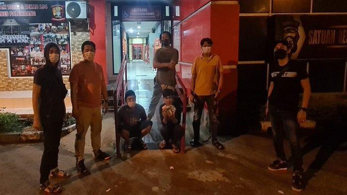 Jual Iphone 11 yang Tertinggal di Angkot, 2 Pria di Palembang Ditangkap Polisi