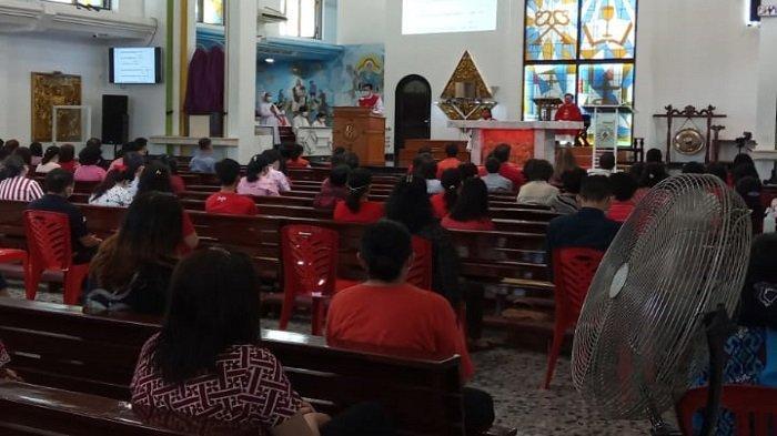 Jumat Agung di Gereja Hati Kudus Palembang, Umat Dibatasi 300 Orang, Pakai Kupon