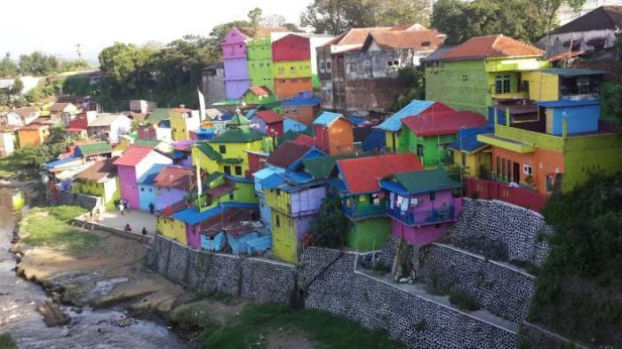 ilustrasi objek wisata Kampung Warna-Warni