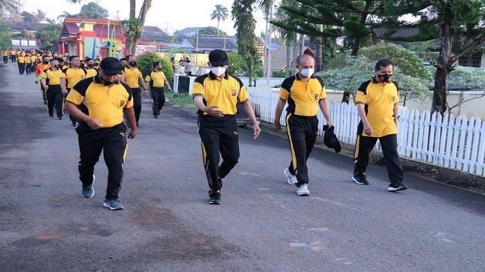 Kapolda Sumsel Olahraga Jalan Santai Sehat Bersama PJU Polda Sumsel