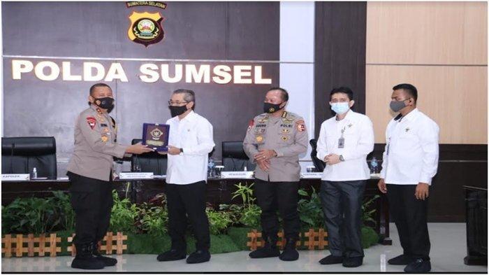 Polda Sumsel Beri Apresiasi pada Polrestabes Palembang, Libatkan Waria Saat Unras UU Cipta Kerja