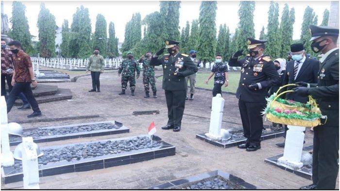 Kapolda Sumsel Ikuti Upacara Ziarah Nasional HUT ke-75 TNI, Ini Harapannya