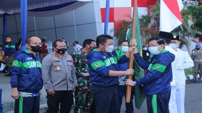 Kapolda Sumsel Irjen Pol Toni Harmanto mendampingi Gubernur HD Lepas Kontingen PON Sumsel