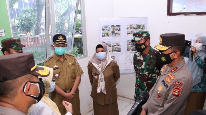 Kapolda dan Pangdam Periksa Posko PPKM di Palembang