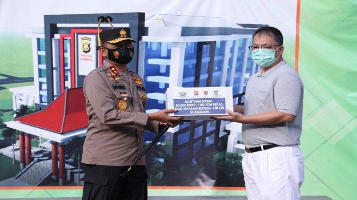 Terima Bansos dari Yayasan Buddha Tzu Chi Palembang, Kapolda Sumsel: Langsung Kita Salurkan
