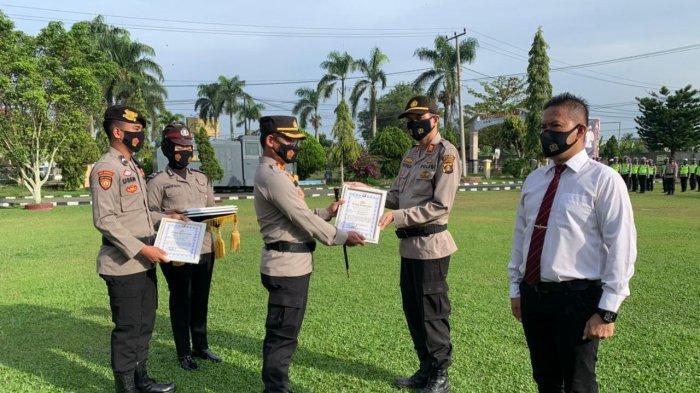Kapolres Ogan Ilir Beri Penghargaan kepada Personil yang Ungkap Kasus Pembunuhan di Pemulutan