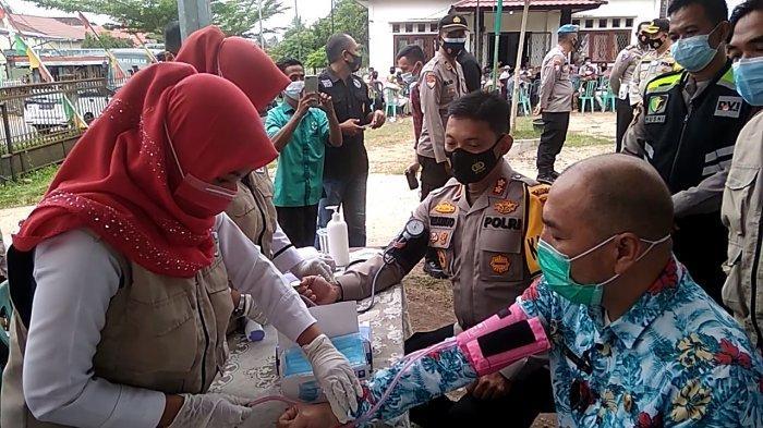 Bagi Sembako dan Cek Kesehatan Gratis Polres Ogan Ilir, Masyarakat Diingatkan Pandemi Belum Usai