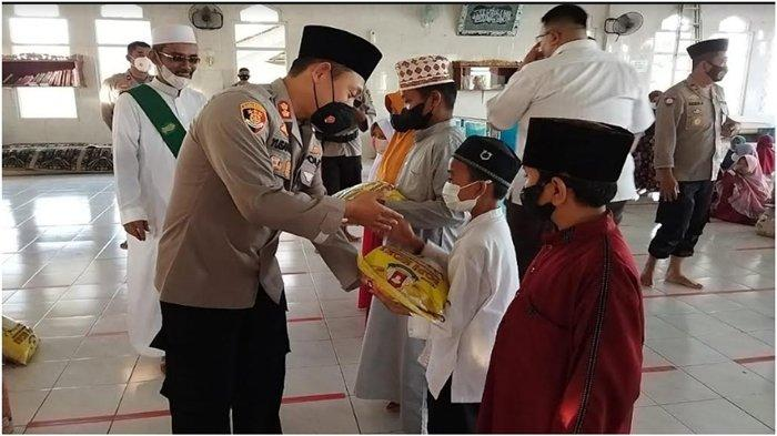 Polres Ogan Ilir Gelar Zikir Bersama dan Bagikan Bansos kepada Anak Yatim Serta Kaum Duafa