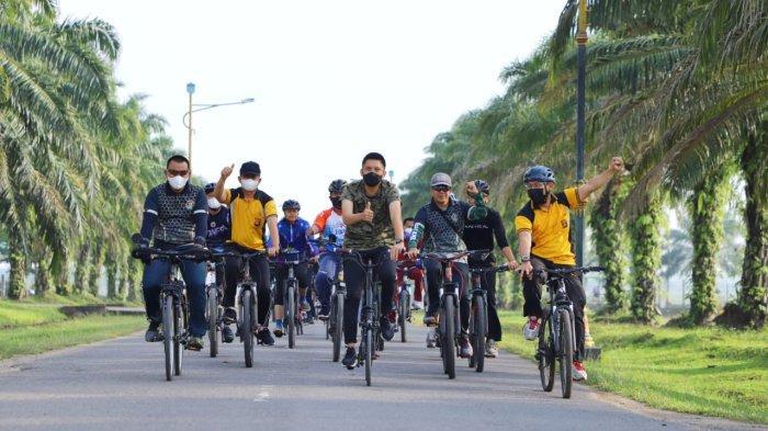 Kapolres Ogan Ilir Hadiri Kegiatan Olahraga Bersama pada HUT ke-76 TNI di Tanjung Senai