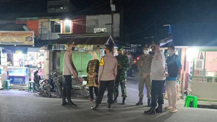 Kapolres Ogan Ilir Kunjungi Pos Penyekatan di Sungai Pinang, Pantau Mobilitas Kendaraan