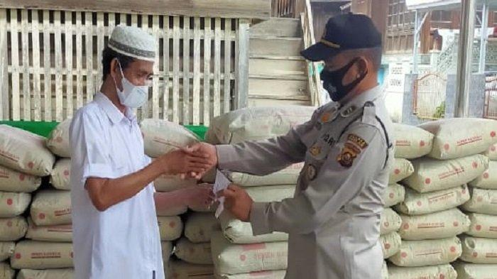 Kapolres OI Serahkan Bantuan Semen 100 Sak kepada Yayasan Tahfiz Alquran di Tanjung Batu