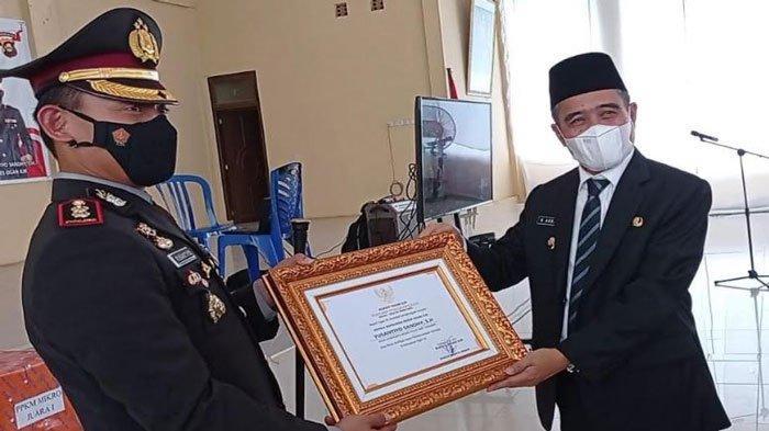 Berantas Bandar dan Pengedar di Kampung Narkoba, Polres OI Dapat Penghargaan dari Pemkab