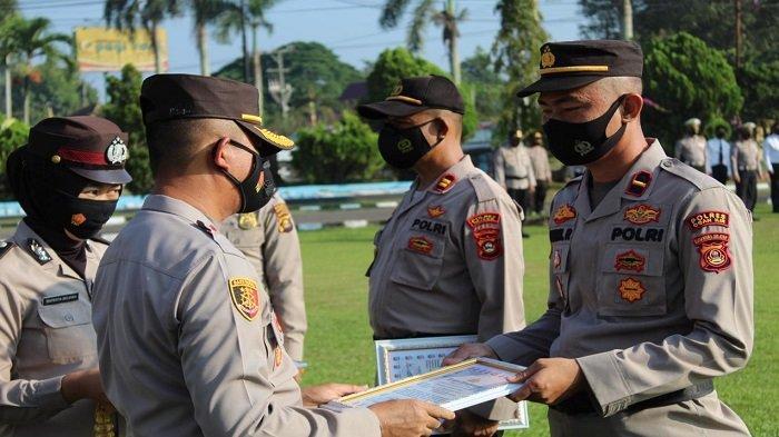 Kapolres Ogan Ilir Beri Penghargaan kepada 3 Perwira dan 12 Anggota Polsek Jajaran
