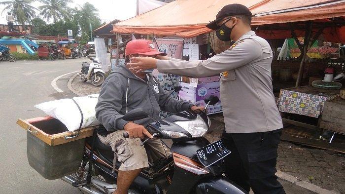Polres Ogan Ilir Gelar Operasi Yustisi di Tanjung Raja, Bagikan Masker Medis kepada Masyarakat