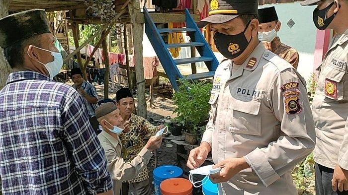 Sat Binmas Polres OI Laksanakan Imbauan Prokes pada Acara Pernikahan di Pemulutan Barat