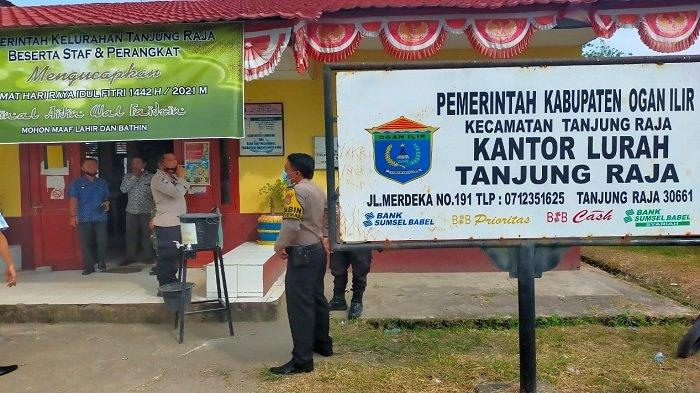 Kasat Binmas Polres Ogan Ilir Tinjau Posko Covid-19 Giat PPKM Skala Mikro di Tanjung Raja