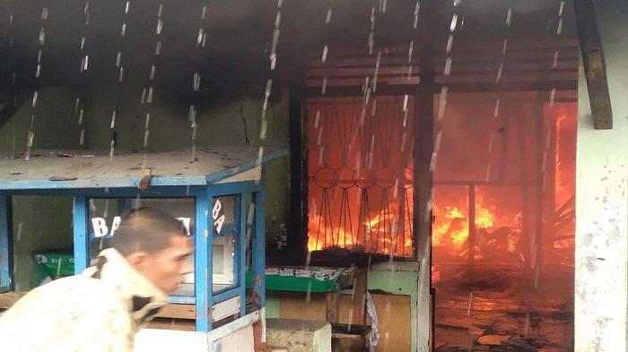 Kebakaran di Kelurahan Pasar Lama Lahat, Empat Bedeng dan 2 Motor Hangus