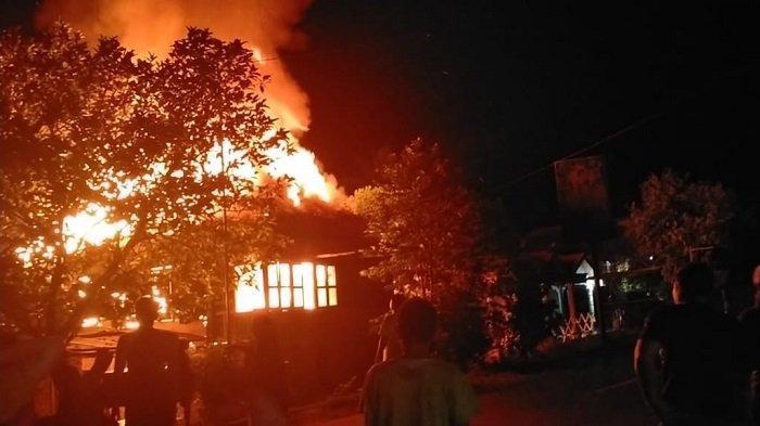 Tetangga Cium Bau Asap, Satu Rumah di Desa Sawah Empat Lawang Hangus Terbakar
