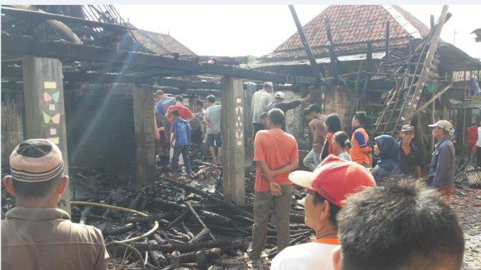 Mobil Damkar PALI Tiba 2 Jam Setelah Dihubungi, Sampai Lokasi Rumah Siti Sudah Habis Terbakar