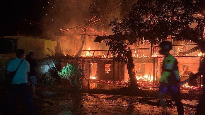 Kebakaran Rumah di Jalan A Rivai Sekayu Muba Tadi Malam, Api Muncul dari Atas