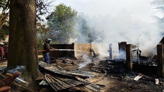 Rumah Ludes Terbakar di Talang Balai Baru OI Tadi Pagi, Penghuni Tinggal Punya Baju di Badan