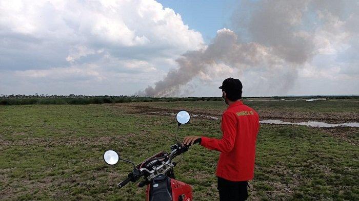 Meski Kerap Hujan, Lahan Gambut di Desa Pangkalan Lampam OKI Terbakar Rabu Siang