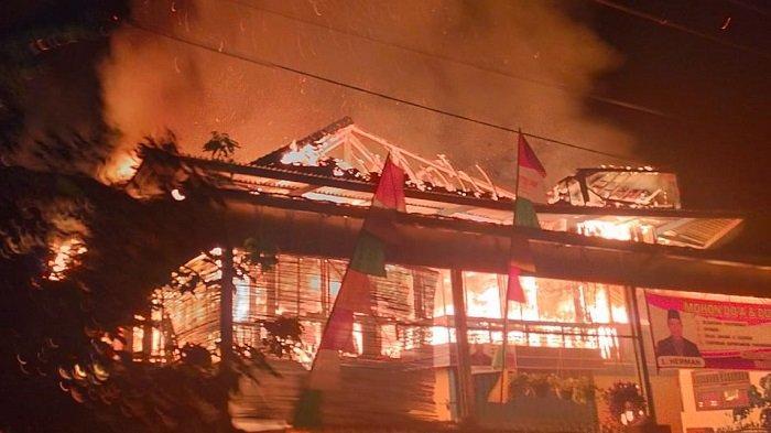 Ditinggal ke Palembang, Rumah Milik Kades Sukarami Muara Enim Hangus Terbakar