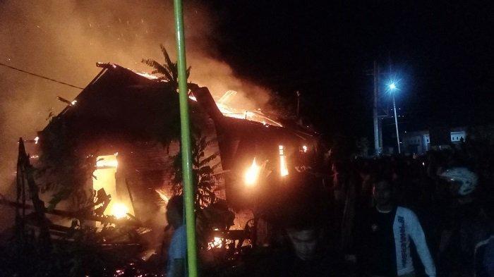 Kebakaran Tadi Malam, 2 Rumah, Salon dan Warung di Muaradua OKU Selatan Hangus