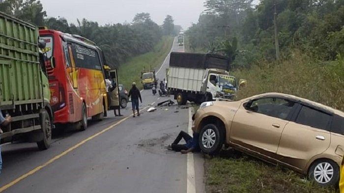 Kecelakaan Pukul 06.30 WIB, Ertiga Hilang Kendali di Jalintim MUBA, Laka Beruntun Motor hingga Truk