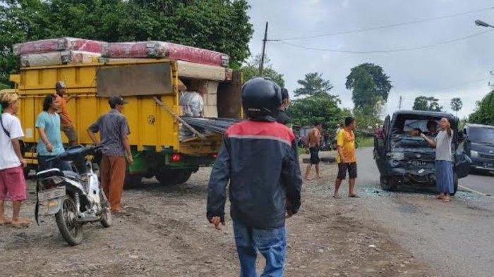 Kecelakaan di Lawang Kidul Muara Enim, Bibi dan Keponakan Terjepit di Mobil