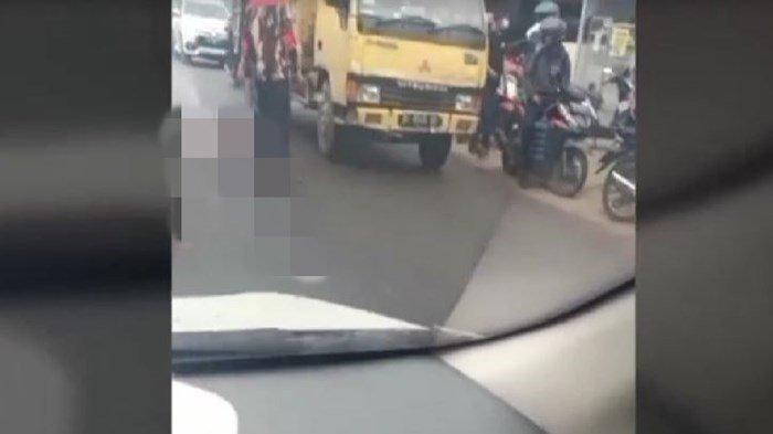 BREAKING NEWS, Kecelakaan di Pasar Perumnas Palembang, Korban Tergeletak di Jalan