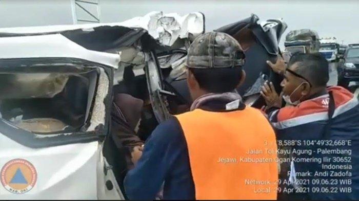 Innova Hilang Kendali Hantam Belakang Truk, Kronologi Kecelakaan di Jalan Tol Kayuagung-Palembang