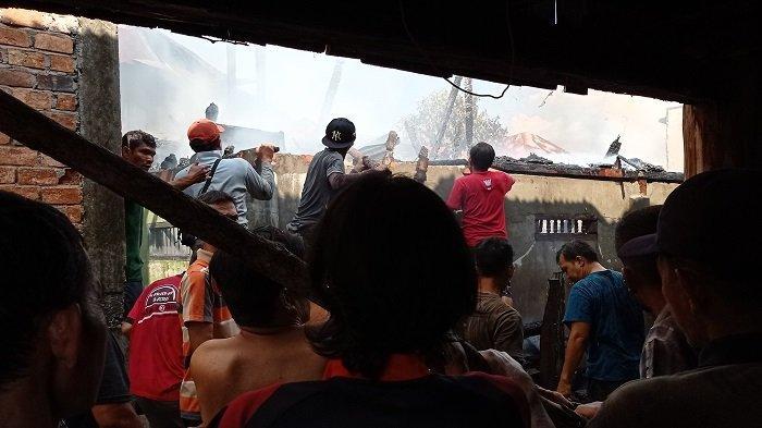 Kebakaran Enam Rumah Terbakar di Tanjung Atap Barat Ogan Ilir Minggu Siang