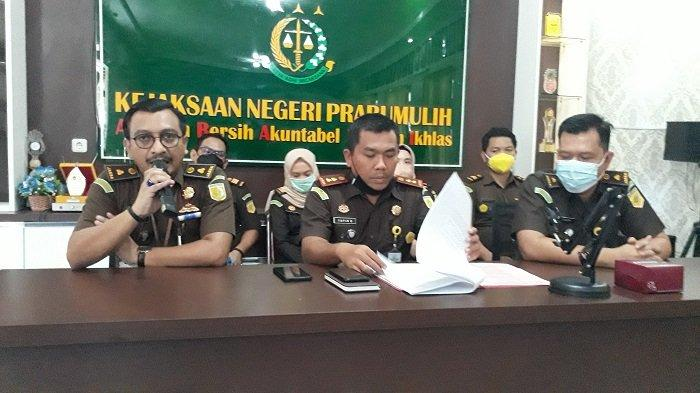 Alasan Sakit,Dua Tersangka Dugaan Korupsi KMKK di Prabumulih Ditunda Penyerahan Tahap II