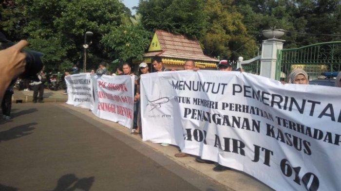 Keluarga Korban Pesawat Lion Air JT 610 'Tolong Pak Jokowi, Kami Ini WNI Butuh Perhatian Dari Bapak'