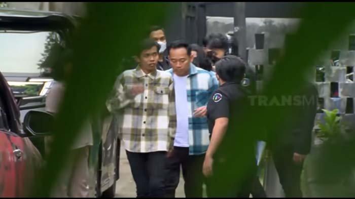 Kesalnya Dede Sunandar Mobil Kesayangan Dicoret-coret Fans, Denny Cagur Bereaksi : Mau Loe Apa?