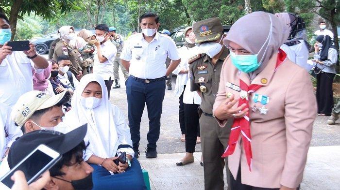 Wawako Palembang Finda Tinjau Pelaksanaan Vaksinasi di Candika