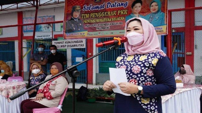 Peringati Hari Kartini, Ketua TP PKK Sumsel Feby Deru mengunjungi Lapas Perempuan Palembang